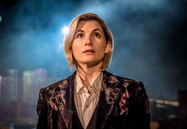 """A atriz Jodie Whittaker continuará como protagonista de """"Doctor Who"""" (Divulgação)"""
