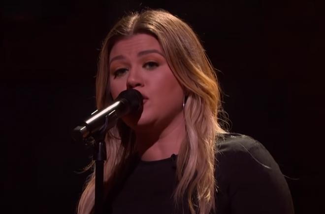 """Quadro """"Kellyoke"""", do talk show de Kelly Clarkson (Reprodução)"""