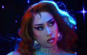 """Kali Uchis lança álbum """"Sin Miedo (del Amor y Otros Demonios)"""" e novo clipe"""