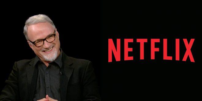 David Fincher em entrevista com Charlie Rose/Logo Netflix (Reprodução/Divulgação)