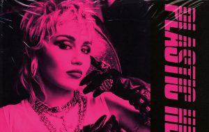 """""""Plastic Hearts"""": tracklist de novo álbum de Miley Cyrus traz faixas com Dua Lipa, Joan Jett e mais"""