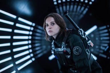 """Jelicity Jones como Jyn Erso em """"Rogue One - Uma História Star Wars"""" (Reprodução)"""