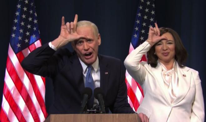 Os atores Jim Carrey e Maya Rudolph bombaram no Twitter com imitações de Joe Biden e Kamala Harris (Reprodução)