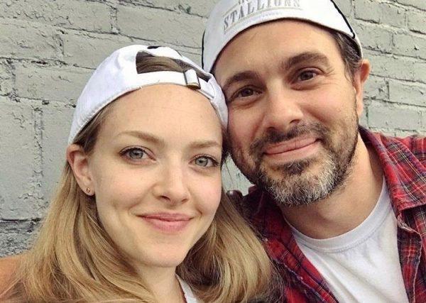 Amanda Seyfried e Thomas Sadoski em foto publicada no Instagram (Reprodução)