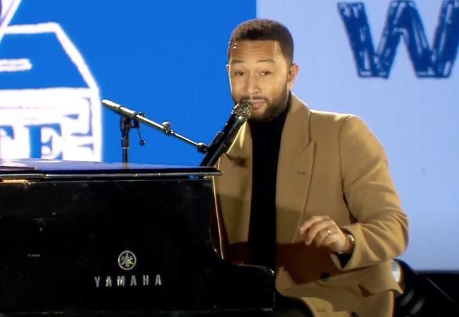 John Legend em vídeo de apresentação no comício de Joe Biden (Reprodução)