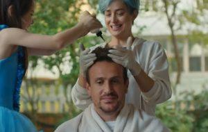 Filme protagonizado por Dakota Johnson e Jason Segel ganha trailer comovente e nova data de estreia
