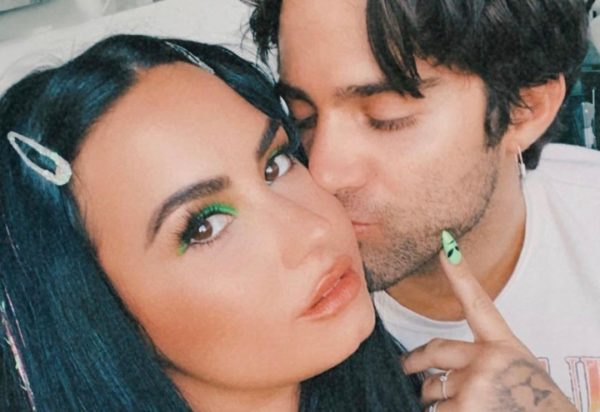 Demi Lovato e Max Ehrich em foto publicada no Instagram (Reprodução)