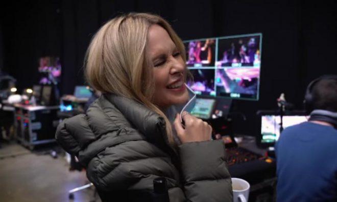 """Kylie Minogue em teaser de """"Infinite Disco"""" (Reprodução)"""