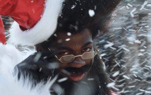 """Lil Nas X anuncia o single """"Holiday"""" para sexta-feira (13) com teaser divertido"""