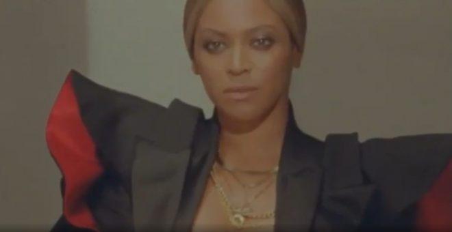 Beyoncé é capa da edição de dezembro da Vogue britânica (Reprodução)