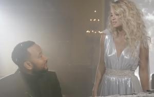 """John Legend e Carrie Underwood cantam na neve em clipe natalino de """"Hallelujah"""""""