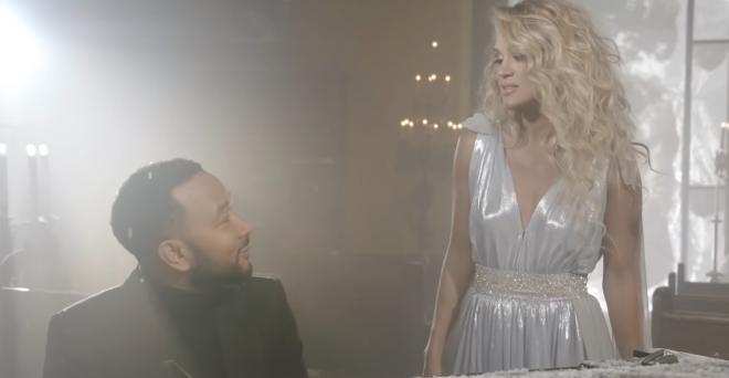 Música pertence ao primeiro álbum de Natal de Carrie Underwood (Reprodução)