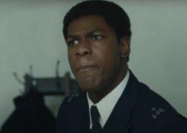 """John Boyega tenta mudar a força policial de Londres em novo trailer de """"Red, White and Blue"""""""