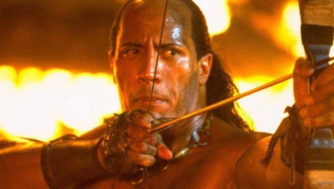 O personagem Mathayus marcou o começo da carreira de Dwayne Johnson nos cinemas (Reprodução)