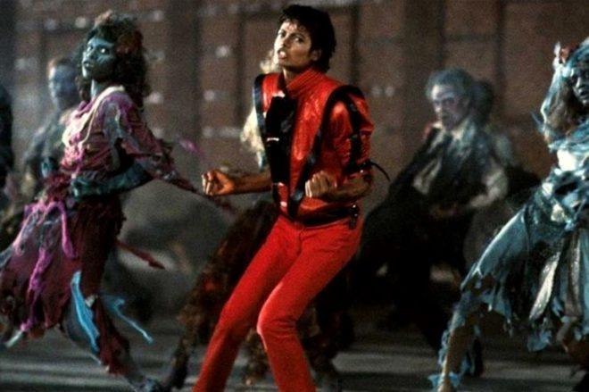 """Michael Jackson em clipe de """"Thriller"""" (Reprodução)"""