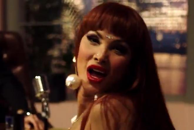 """Cena do trailer de """"Veneno"""" (Reprodução)"""