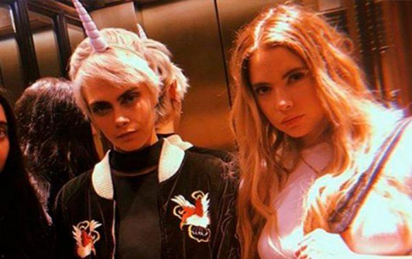 Cara Delevigne e Ashley Benson em foto publicada no Instagram (Reprodução)