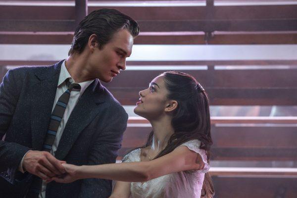"""Ansel Elgort e Rachel Zegler em """"Amor, Sublime Amor"""" (Reprodução)"""