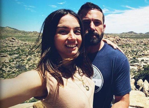 Ana de Armas e Ben Affleck em foto publicada no Instagram (Reprodução)