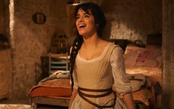 """Camila Cabello em cena de """"Cinderella"""" (Reprodução)"""