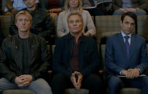 """""""Cobra Kai"""": William Zabka, Ralph Macchio e Martin Cove estão tensos nas primeiras imagens da nova temporada"""