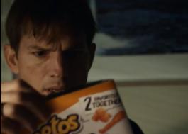 Ashton Kutcher estrela novo teaser misterioso da Cheetos para o Super Bowl 2021