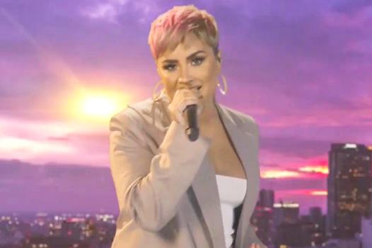 """Katy Perry fechou o evento com """"Firework"""" (Reprodução)"""