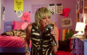 Miley Cyrus avisa que show gravado para a série Tiny Desk será lançado amanhã (28)