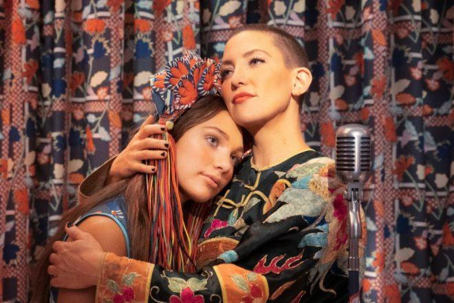 Maddie Ziegler e Kate Hudson protagonizam o filme (Reprodução)