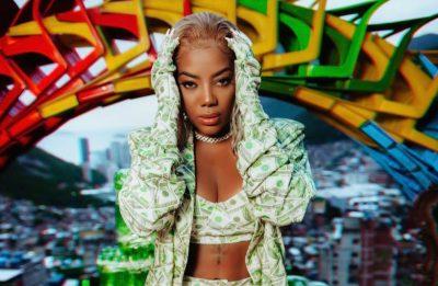 """Ludmilla no clipe de """"Rainha da Favela"""" (Foto: Divulgação)"""