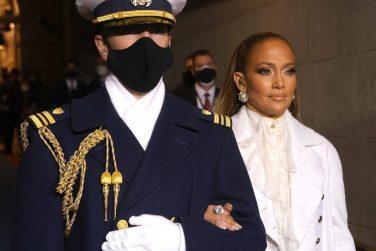 Jennifer Lopez canta para os latinos