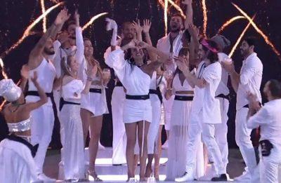 Festa teve o tema Réveillon e os participantes celebraram a noite vestidos de branco (Reprodução)