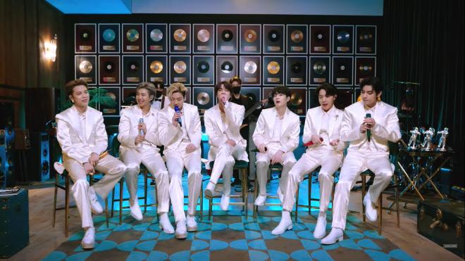 A performance promete novas versões dos grandes sucessos do grupo (Reprodução / Youtube)