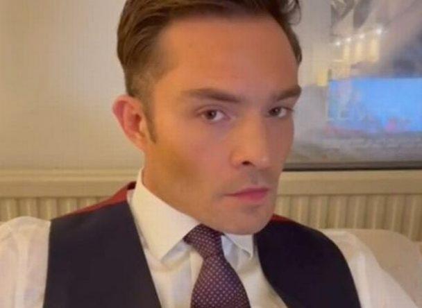 """Ele fez sucesso ao interpretar Chuck em """"Gossip Girl"""" (Reprodução)"""