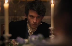 """""""Estaremos todos de volta para mais romance"""", diz Jonathan Bailey sobre segunda temporada de """"Bridgerton"""""""