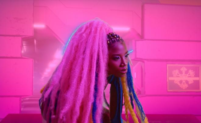 A cantora é madrinha da primeira liga feminina de CS:GO no Brasil (Reprodução / Youtube)