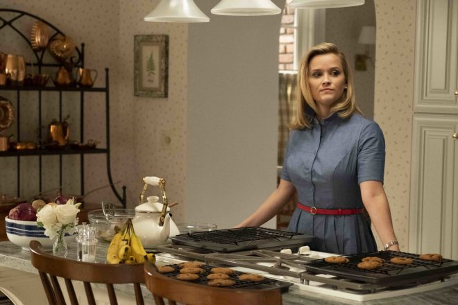 "Witherspoon foi protagonista e produtora de ""Little Fires Everywhere"" (Hulu / Divulgação)"