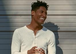 """Vencedor do Globo de Ouro, conversamos com Jon Batiste sobre trilha sonora de """"Soul"""" da Disney, gêneros musicais, desenvolvimento do musical sobre vida de Basquiat e mais"""