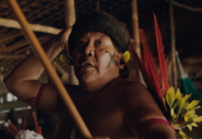 O longa acompanha uma tribo Yanomani isolada na Amazônia (Divulgação)