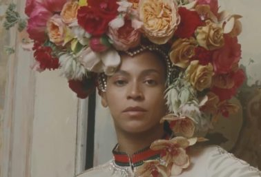 Clicando Beyoncé, Tyler Mitchell foi o 1º negro a produzir uma capa para a Vogue dos EUA (Reprodução)