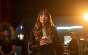 """Dakota Johnson vai produzir e estrelar o filme """"Cha Cha Real Smooth"""""""