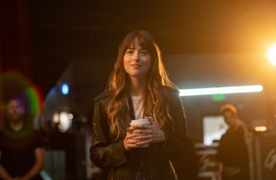 """A atriz também está confirmada nos longas """"The Lost Daughter"""" e """"Am I Ok?"""" (Focus Features, LLC / Divulgação)"""