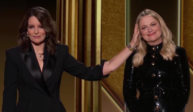 Tina Fey e Amy Poehler foram as anfitriãs da cerimônia deste ano (Reprodução / Youtube)