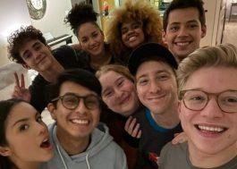 """Elenco da série de """"High School Musical"""" anuncia fim das gravações da 2ª temporada"""