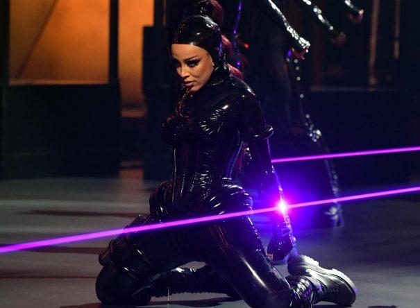 """A música faz parte do álbum """"Hot Pink"""", lançado em novembro de 2019 (Getty Images)"""