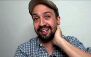 """Lin-Manuel Miranda diz que """"Em Um Bairro de Nova York"""" é uma """"carta de amor"""" a vizinhança latina"""