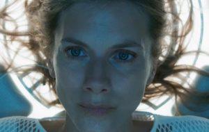 """""""Oxigênio"""": Mélanie Laurent fica presa em câmara criogênica em prévia de filme da Netflix"""