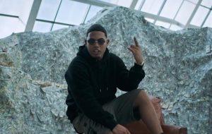 """Myke Towers esbanja riqueza no clipe de """"Cuenta"""""""