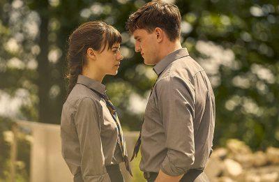 """A adaptação de """"Normal People"""" é estrelada por Daisy Edgar-Jones e Paul Mescal (BBC / Divulgação)"""