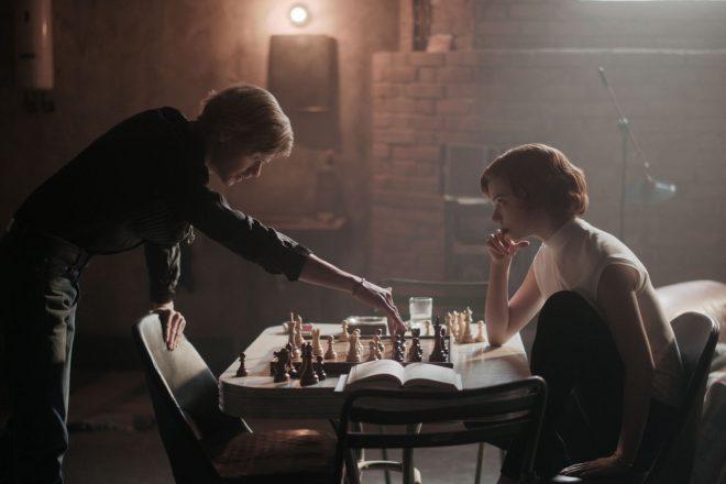 Em 2020, o livro foi adaptado como uma minissérie estrelada por Anya Taylor-Joy (Netflix / Divulgação)